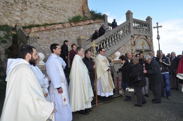 Padre Carlos Walker riceve il pellegrinaggio dei fedeli di Barbastro