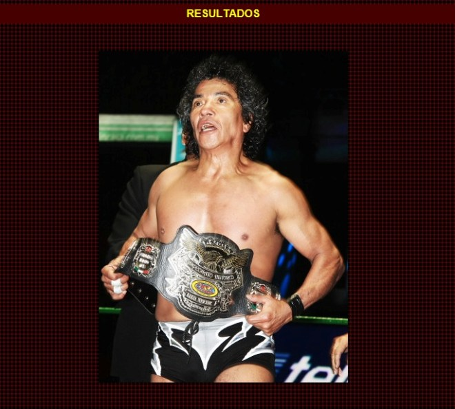 Negro Casas, retiene el Campeonato Mundial Histórico NWA de Peso Welter ante Guerrero Maya Jr. / Función de Navidad - Arena México - 25 de diciembre de 2012 / www.cmll.com