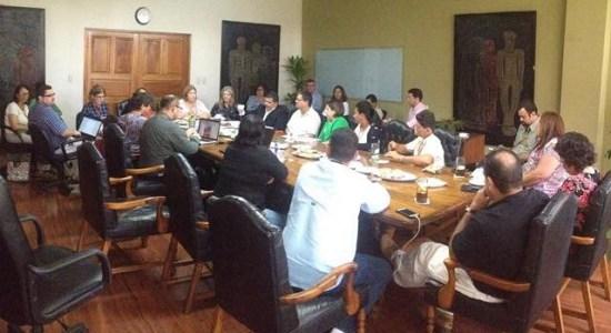 Comunidad Boruca e instituciones discuten atracadero en Parque Nacional Marino Ballena