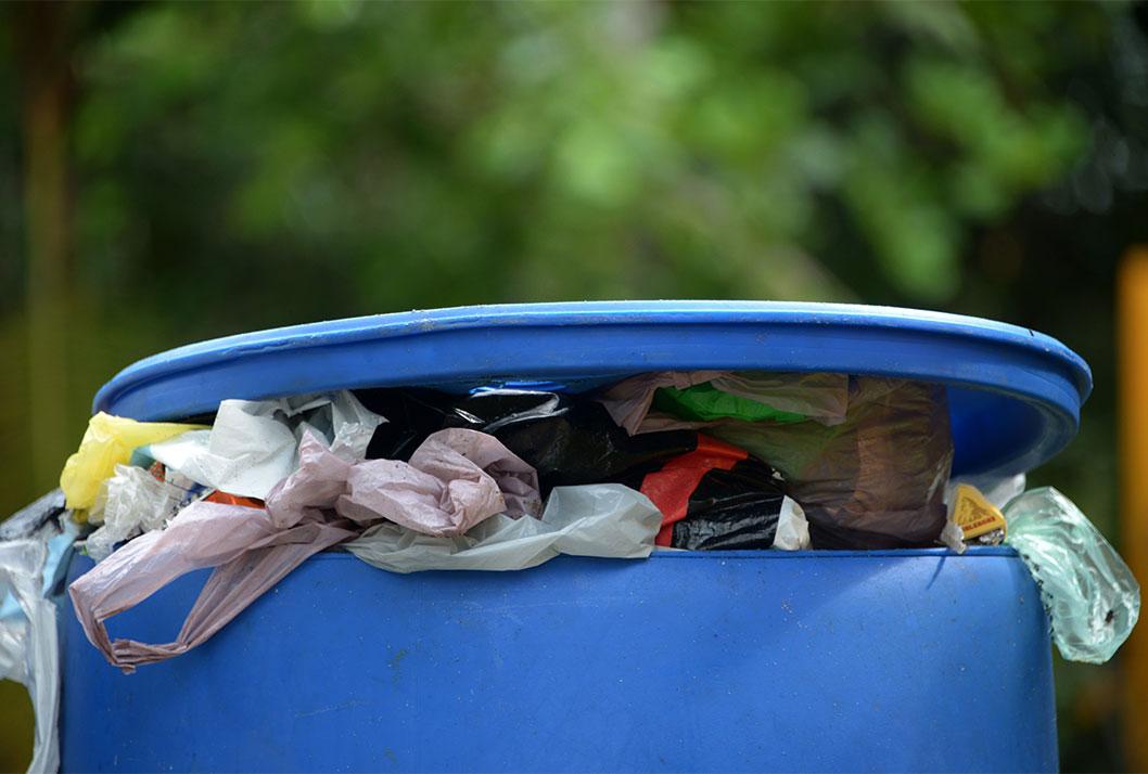 01/10/2017, contaminación, basura, estañones de basura, Manzanillo, Limón,