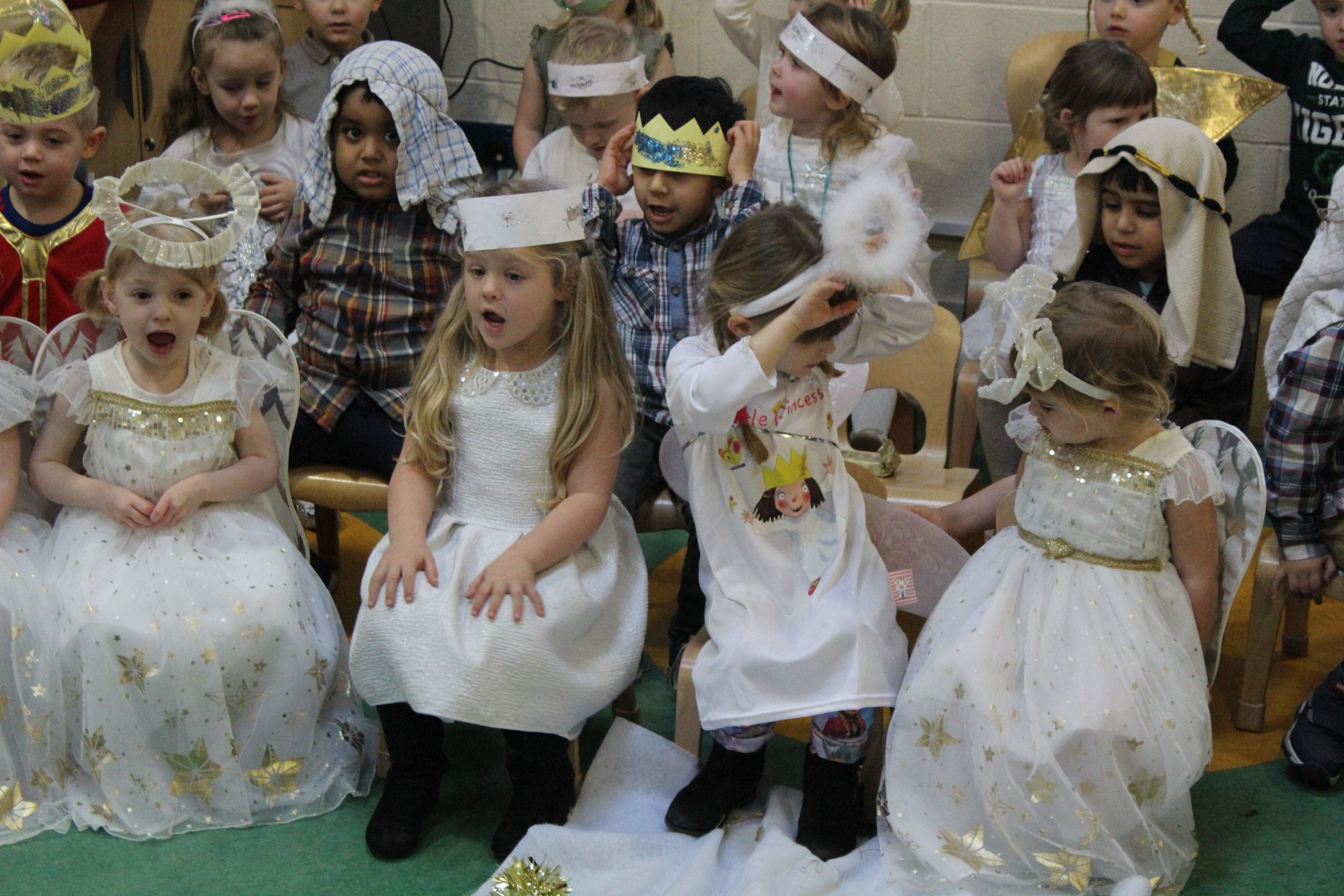 nursery-nativity-friday-16-12-16-23