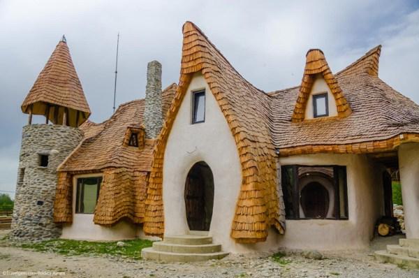 Castelul de lut Valea Zanelor Porumbacu de Sus 1