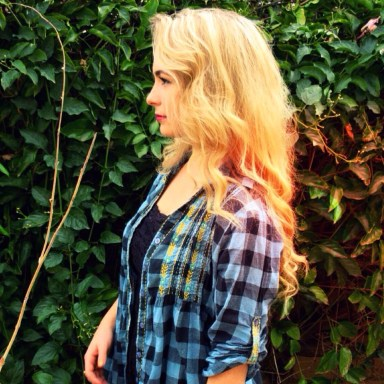 sustainable daisy blue plaid thrift shop thrifted fashion ecofriendly ecofashion ootd