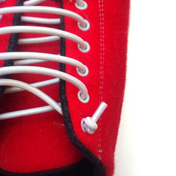 sustainable sneakers red shoes footwear foot wear review blog blogger daisy eco-friendly wool natural
