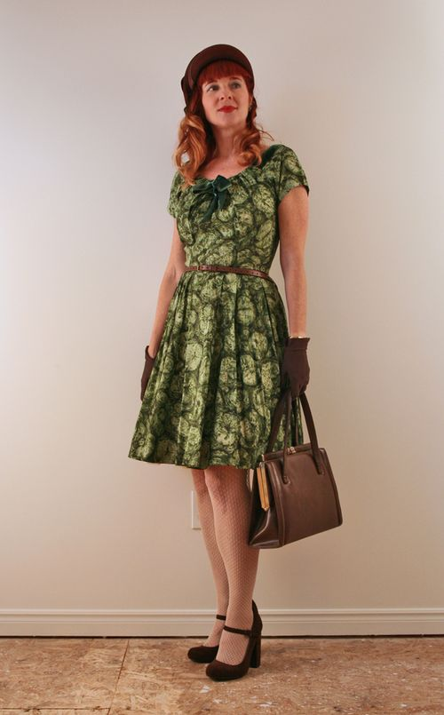 Dressing 1940's style green dress