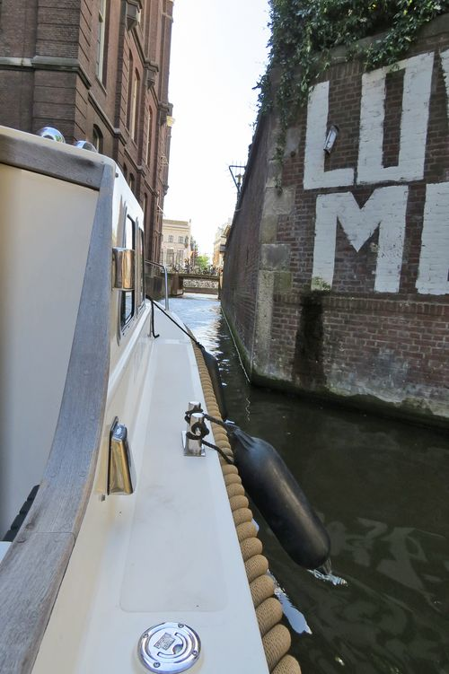 Narrow passage cruising the canals of amsterdam suzanne carillo style files