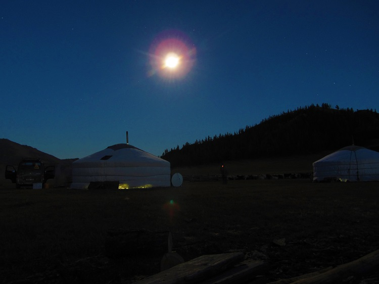 mongolia-potd-3-family-ger-with-a-full-moon