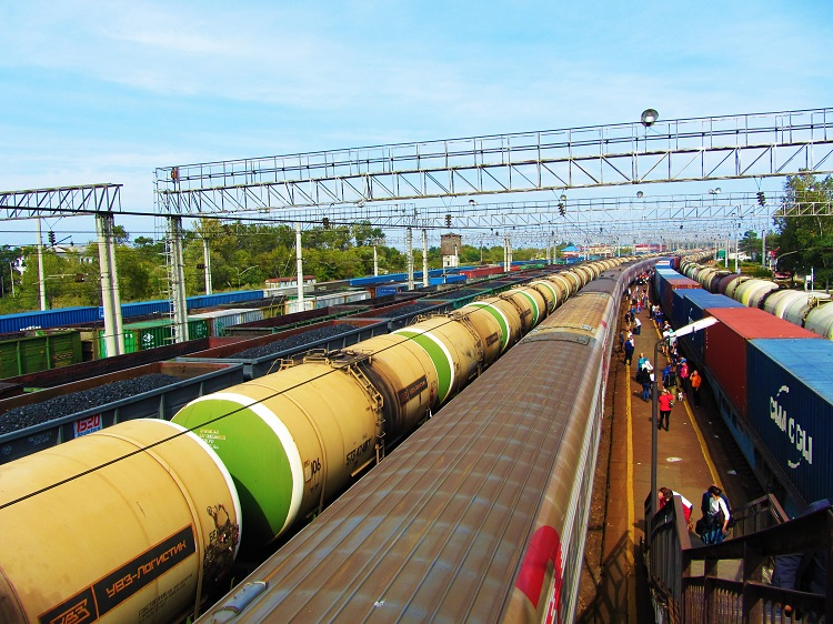 russia-train-2-vladivostok-yard