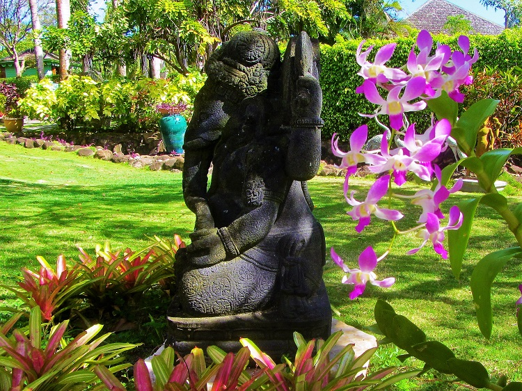 Statue in the Botanical Garden on Nevis