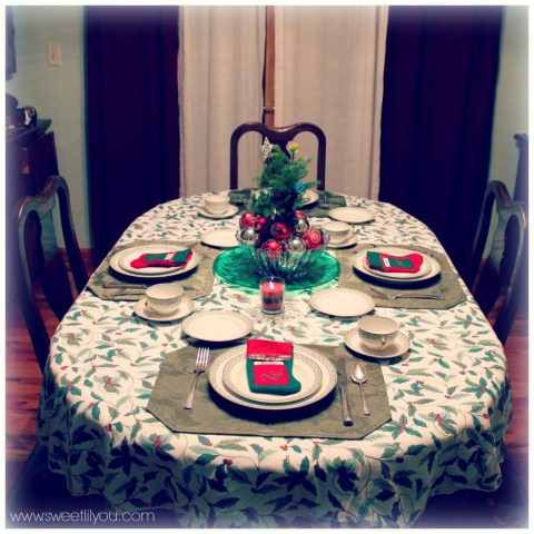 Simple Christmas table setting with Price Chopper products #Shop #HolidayAdvantEdge Holiday decor decorations sweetlilyou