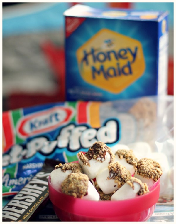 S'mores Bites with Hershey's Chocolate, Jet-Puffed Marshmallows and Honey Maid Graham Crackers