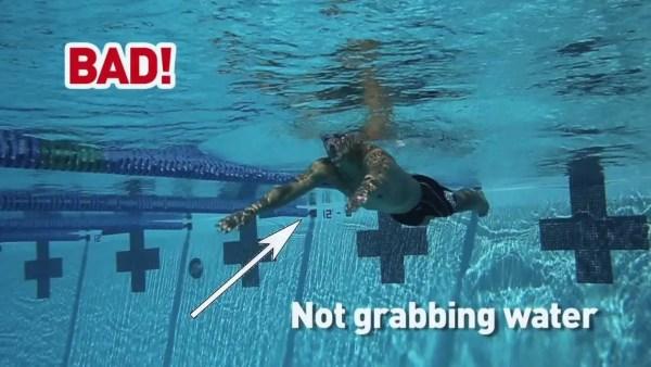 平泳ぎで初心者がやってしまいがちな5つの間違いと直し方