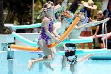 Swim game - Noodle race