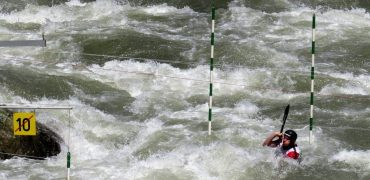 Slalom Swim Game