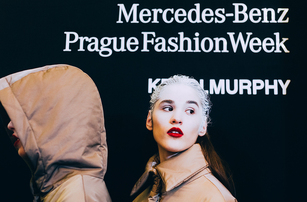 Ako vyzerá Mercedes-Benz Prague Fashion Week v backstage? (fotoreport)