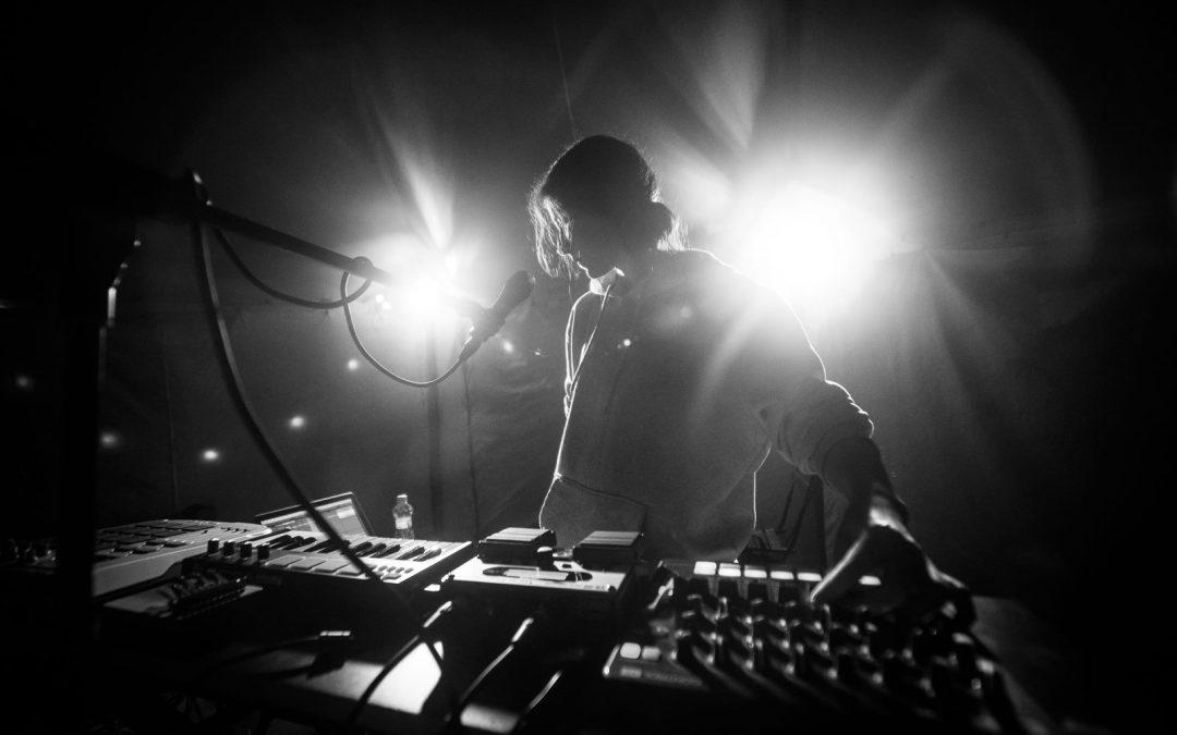 Gwerkova, Awali a Macro Noise sa vydávajú na turné