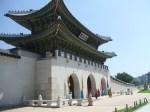 正門の光化門(クァンファムン)は現代になって往時のままに甦った