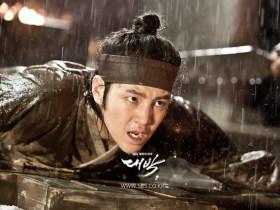 この気迫がドラマを盛り上げる(写真/韓国SBS『テバク』公式サイトより)