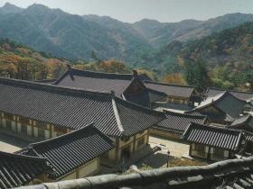 韓国のお寺は山の中腹にある場合が多い