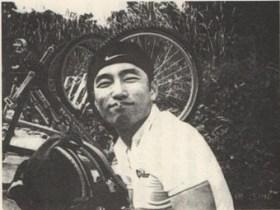 マウンテンバイクを乗ったあとで休憩中の李秀賢さん