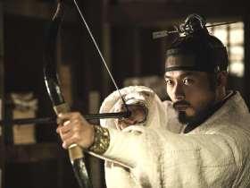 『王の涙 イ・サンの決断』で正祖(チョンジョ)を演じたヒョンビン