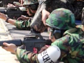 予備役になると定期的に専用訓練所に出向いて銃の撃ち方などを復習する