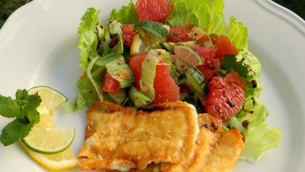 grillezett-halloumi-sajt-citrusos-mentas-salataval