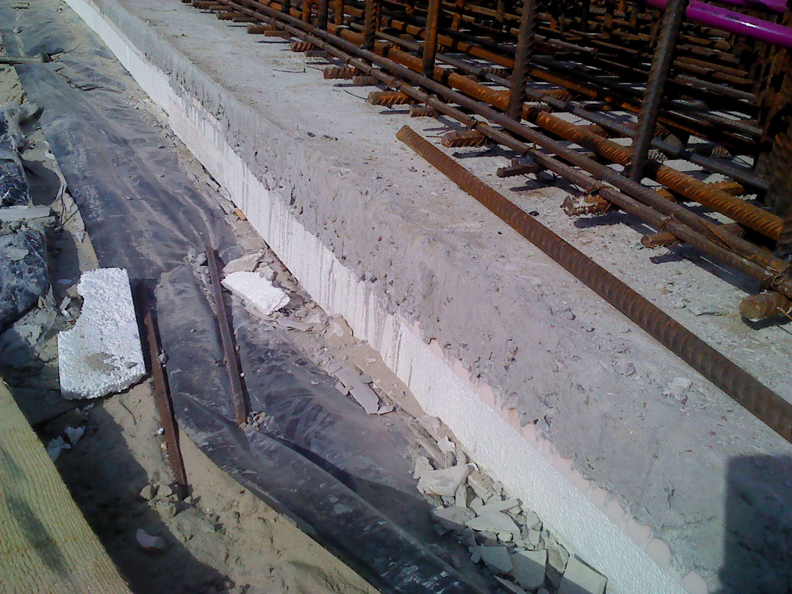 Heat insulation of the monolithic building foundation