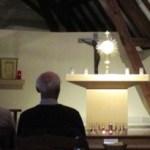La journée se termine avec l'adoration eucharistique (chapelle saint Jean)