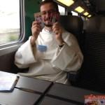 Frère Jokūbas-Marija Goštautas commence à échanger ses cartes des mystères du Rosaire