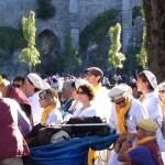 Frère Olivier Catel dans la procession eucharistique