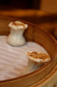 Au célèbre Din Tai Fung, un xiao lang bao juteux, fondant!