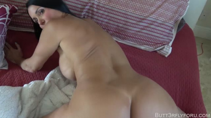 Butt3rflyforu – Daddy Gone On Business And Mom Is Horny