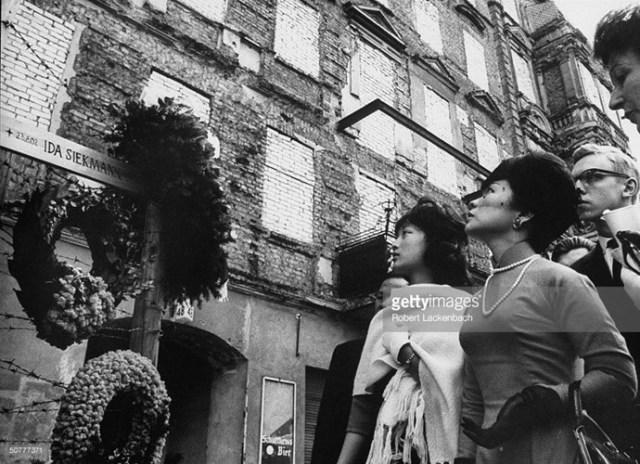 Bà Trần Lệ Xuân cùng con gái Ngô Đình Lệ Thủy ở Berlin, tháng 5/1962.