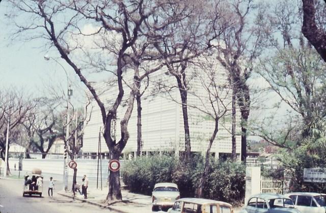 Đại sứ quán Mỹ bên đại lộ Thống Nhất.