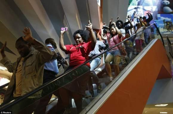 ナイロビのショッピングモールで銃撃戦 (1)