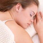 睡眠不足が心身に与える悪影響と、寝付きと質で睡眠不足を補う方法