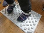 12月の店長会議~官足法足踏板「ウォークマットⅡ」に乗ってます!?痛たたたっ、、、~