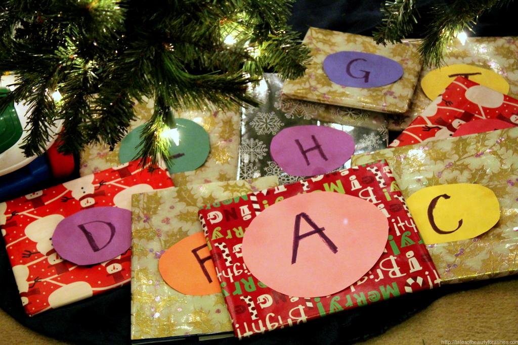 Teaching Toddlers about Advent using Christmas books (2)
