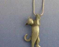 colgante gato amuleto de plata