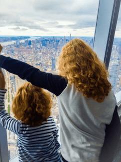 pic-three-students-milla-etta-sorensen-view-the-new-york-city-skyline