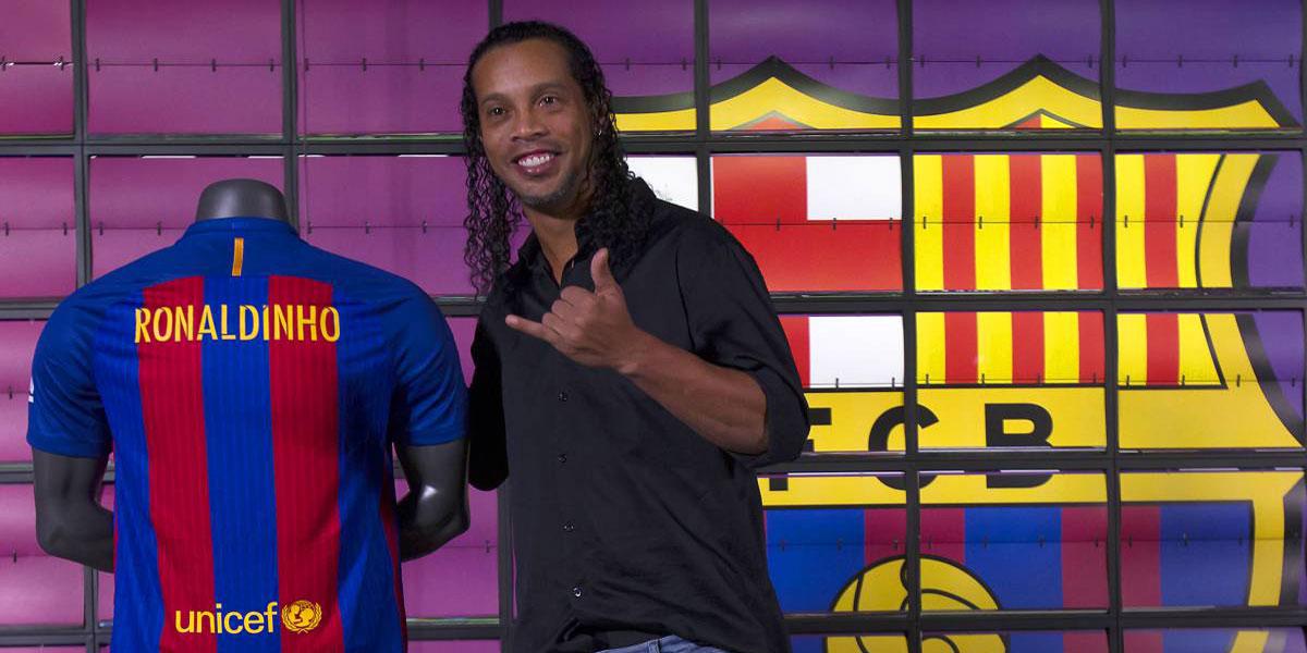 Ronaldinho jugará otra vez en el Camp Nou