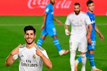 Real Madrid venció a Valencia y no da tregua en la lucha por el título liguero