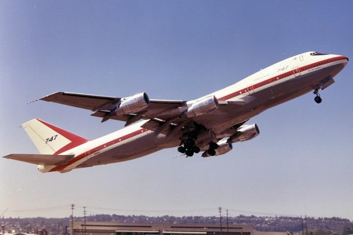 Boeing-747-121_P1