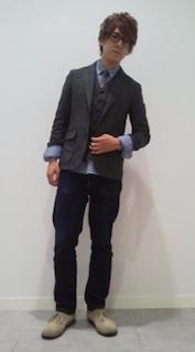 シャツ×ベスト×ジャケット×ジーンズ(GU)×靴