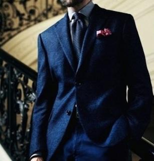 成人式で着る紺のスーツ