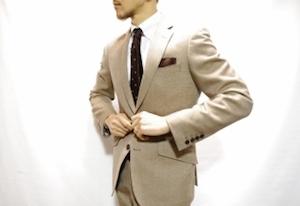 成人式のベージュのスーツ