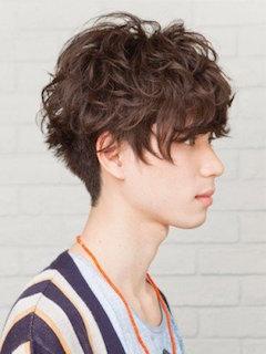入学式のスーツに合うミディアムの男性の髪型 5