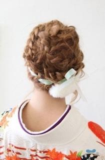 卒業式の袴に合うショート女性の編み込みを使った髪型