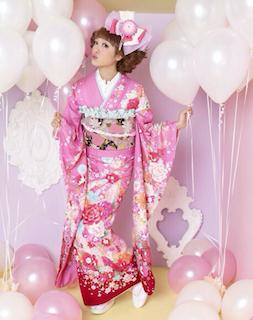 成人式2017のピンクの振袖の人気デザイン2(ピンク×薔薇×黒)